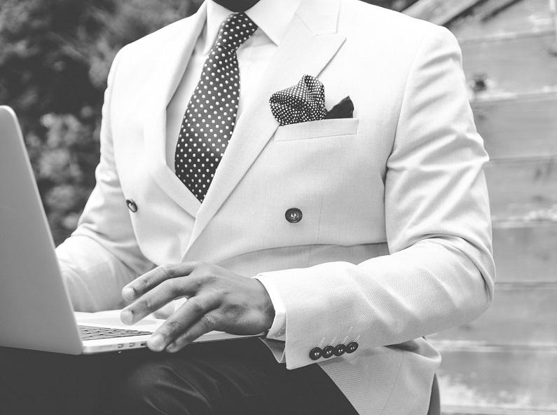 suit-869380_1280_1